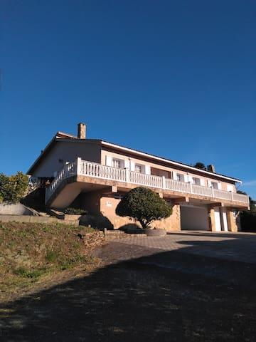 Casa grande con vistas mar, terraza, finca y 4 hab