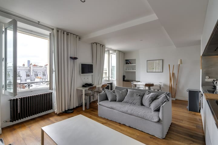 Amazing Modern 2BR Family Apt - Next to Louvre
