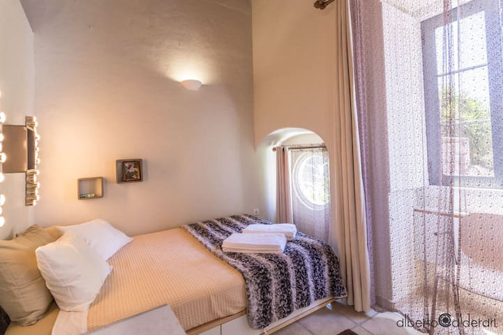 Old town house close to nightlife - room with roof