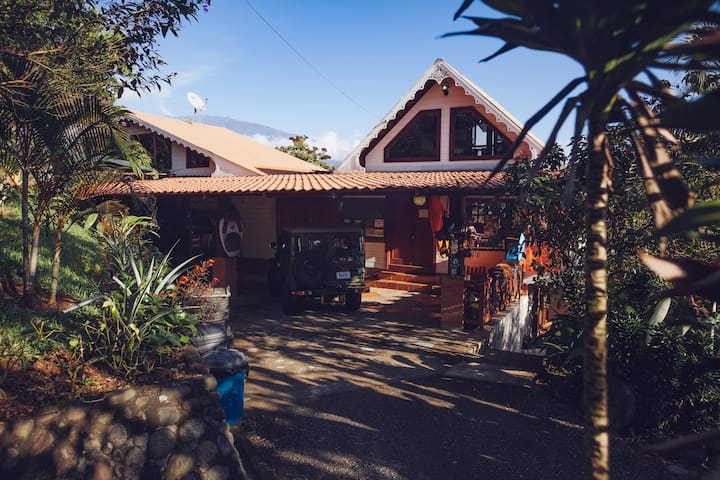 Private room in spectacular jungle setting! - Turrialba - Guesthouse