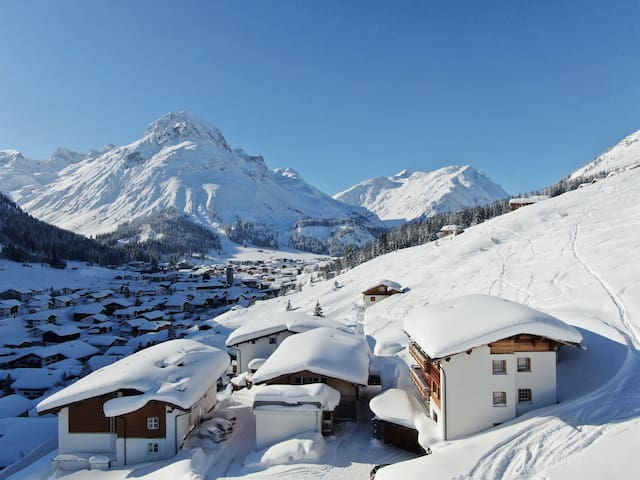 "*SKI IN & OUT* - 2 bedroom App""R"" in Lech *20%OFF*"
