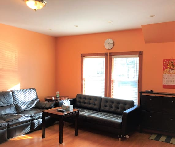 Sunny and spacious 4 bedroom by Boston w/parking