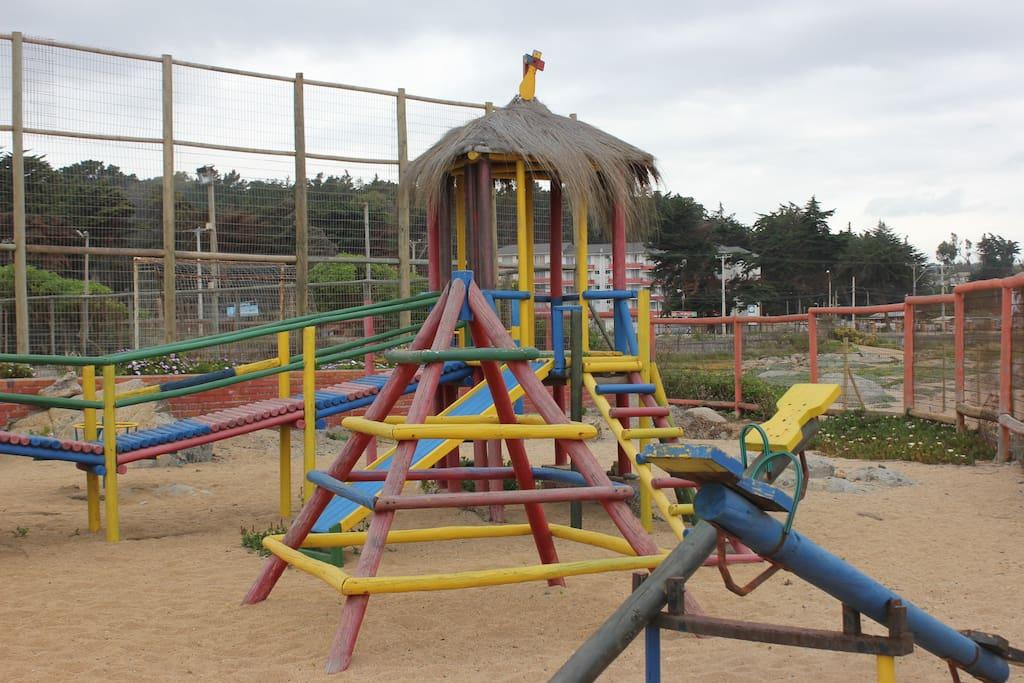 Area de juegos infantiles, canchas y club house
