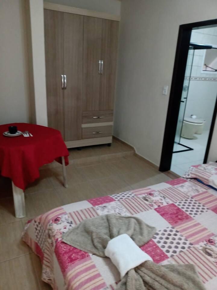Linda Suíte Mobiliada com cama de Casal