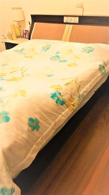 肖楠木日式和室地板,搭配雙人床型,溫馨舒適 皆有對外窗