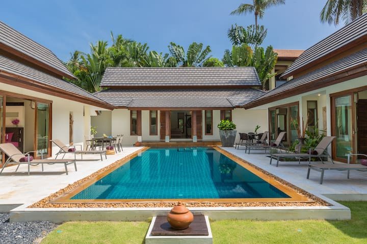Baan Batur Stylish Modern Villa close to Chaweng