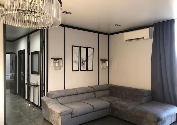 Charming 2BR/1BT Apartment