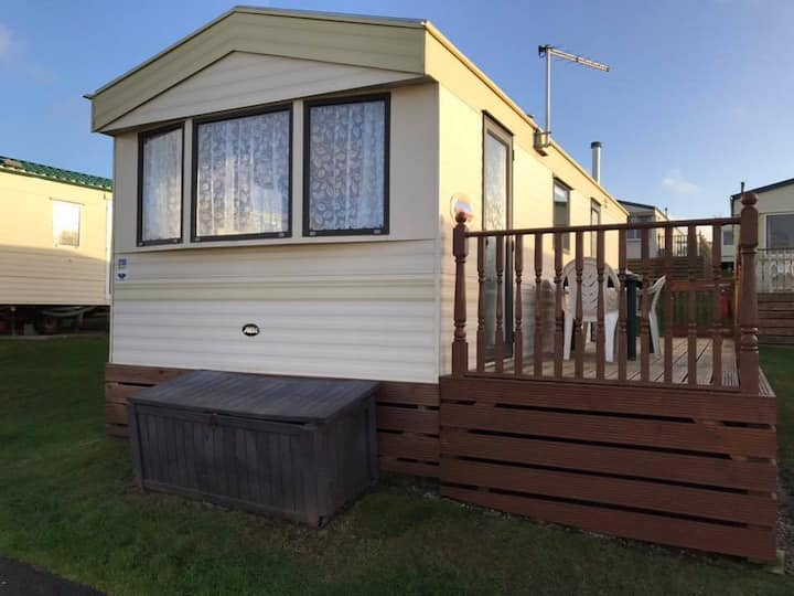Affordable Seaside Caravan with Veranda & sea view