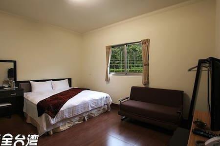 詹德仁茶園民宿 三樓山景雙人房 Double Mountain-view Room - Meishan Township - Minsu (Tayvan)