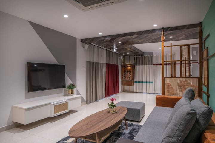 Ultra modern apt, fully furnished & see photos