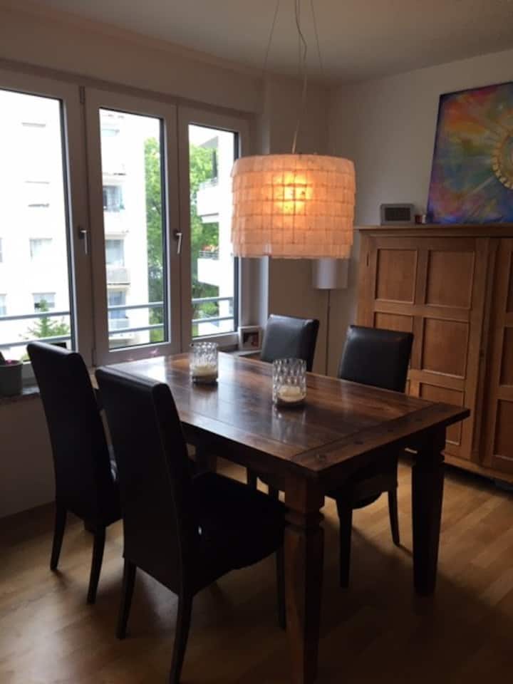 Cozy 3 Room Apartment in Central City Location