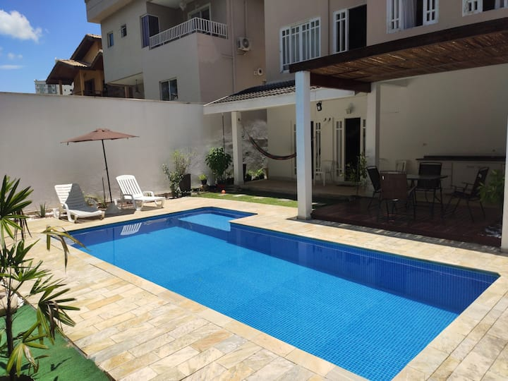 Casa inteira c/piscina condomínio-Região Nobre-SJC