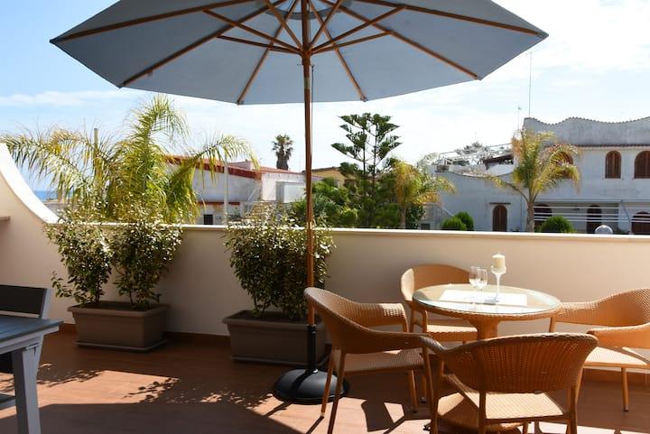 Appartamento al Sole - renovated apartment 100 mt. from the sea