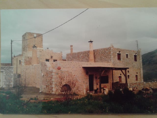 CASTLE IN MANI PENINSULA TIGANI