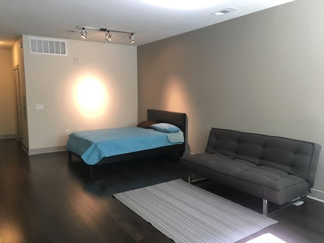 NEW spacious studio in luxury apt in DTLA - Los Angeles - Huoneisto