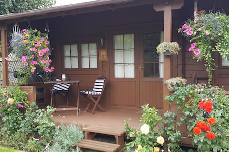 Comfortable Self Contained Chalet close to LHR - Staines-upon-Thames - 牧人小屋