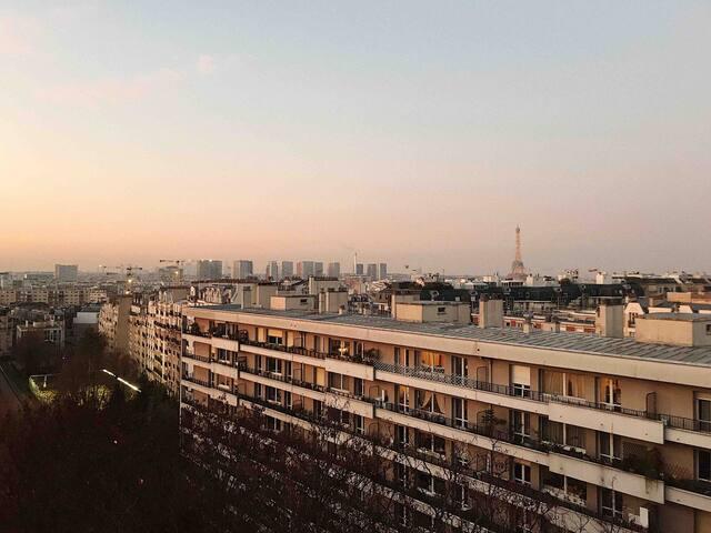Studio view/vue panoramique sur Paris Tour Eiffel!