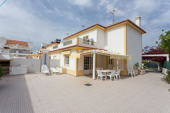 Great Villa- 5mi walk to the beach! - Altura - House