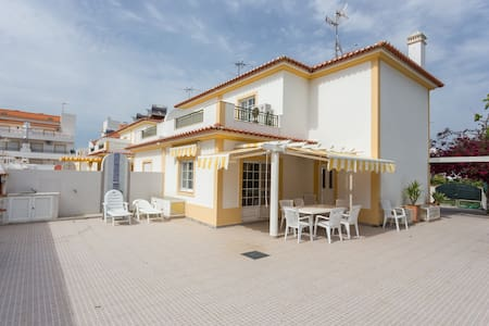 Great Villa- 5mi walk to the beach! - Altura - House