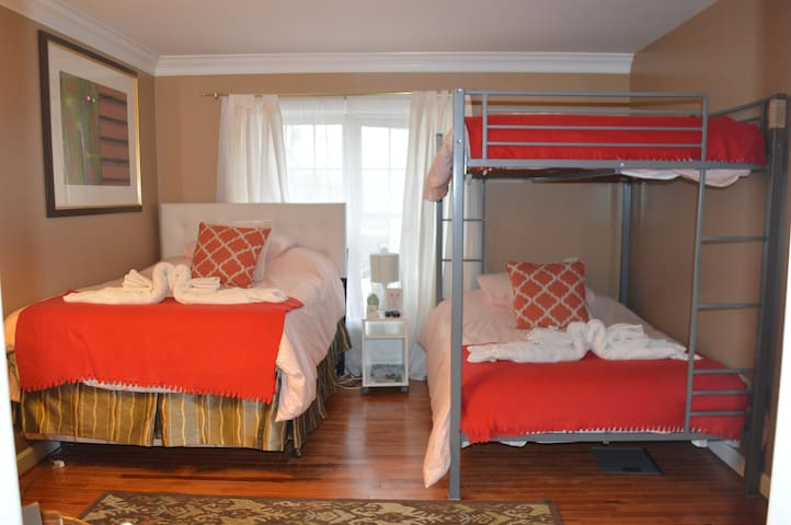 Private Master Suite 5 Miles From the White House - Washington - Casa