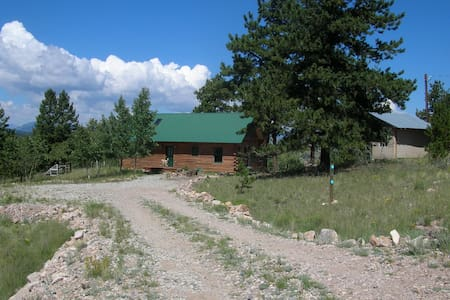 Remote Log Cabin Artist Retreat - Epic Views!