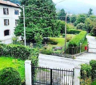 Casa vacanze con giardino - Bosco Valtravaglia - Hus