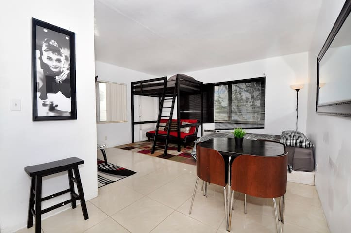 NEW LISTING: Perfect Condo with Parking and Wifi - Miami - Apartamento