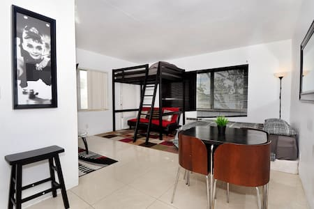 NEW LISTING: Perfect Condo with Parking and Wifi - Miami - Huoneisto