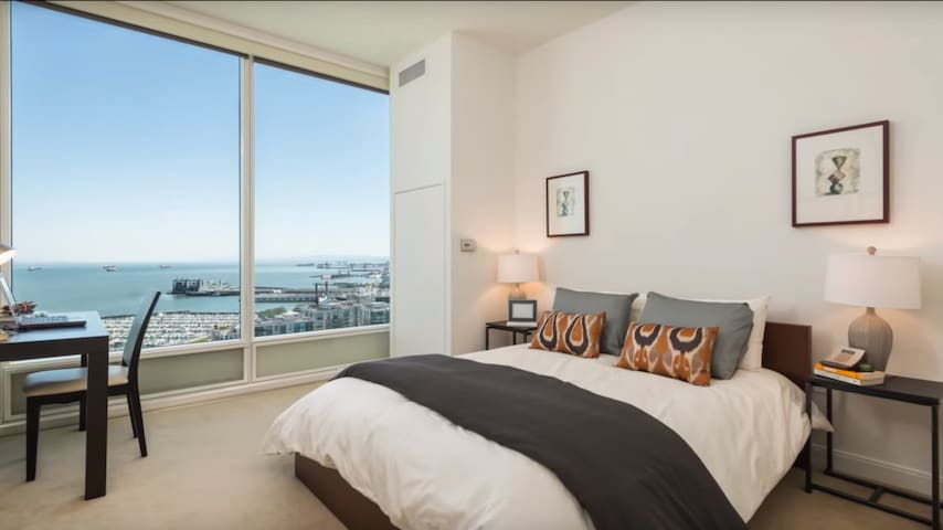 Luxury High Rise Condo with Waterfront View - San Francisco - Appartement en résidence