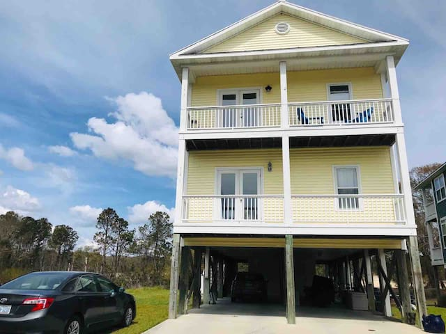 Spacious water view condo in Carolina Beach