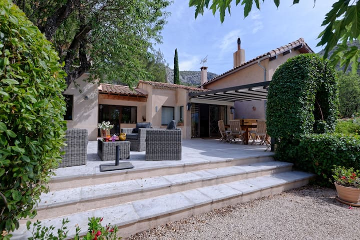 Le Bastidoun  Provençal house