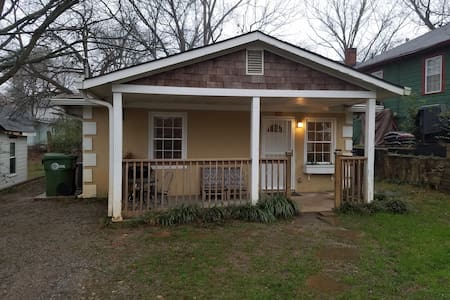 House  Prime Downtown Location Grant Park  Pets Ok