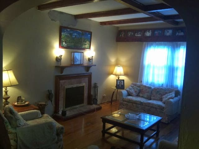 Chateau Getaway -SLEEPS 2 - 1 King Bed 1 Bath
