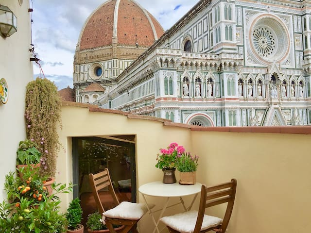 ✷ Tuscan Penthouse w terrace in Piazza Duomo ✷