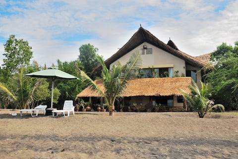 Dumaguete Tropical Beach House