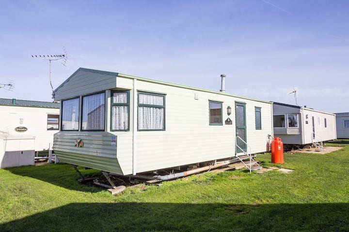 Caravan for hire minutes from a stunning beach in Norfolk ref 21036F