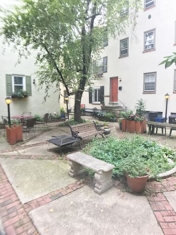Center City Townhome in Quiet Courtyard