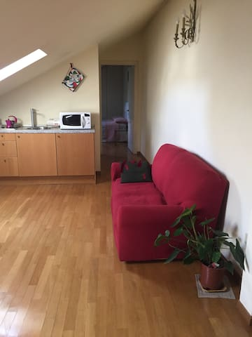 Cozy Attic near Malpensa Express with parking pay - Mailand - Bed & Breakfast