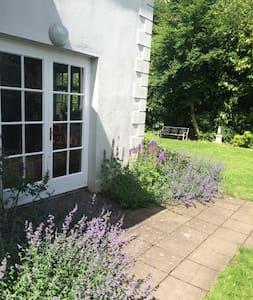 Single Room@Garden Cottage Straffan BESIDE K CLUB - Straffan - Kisház
