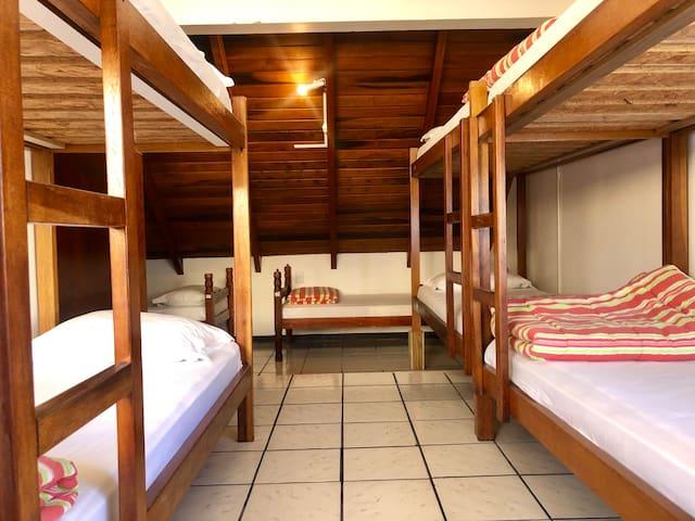 Quatro Ilhas Eco Hostel (quarto feminino)
