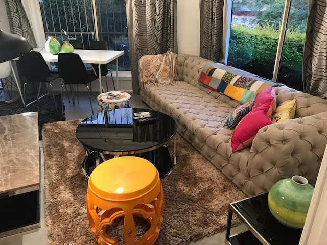 Lux 1BR Close to City/beach/airport/train station - Arncliffe - บ้าน