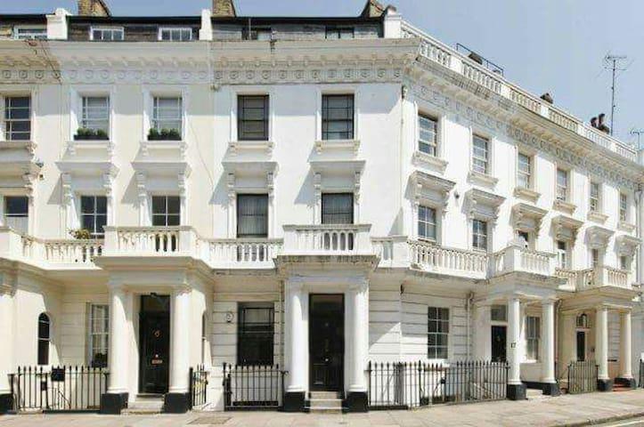 comfortable double room in victoria/pimlico - London