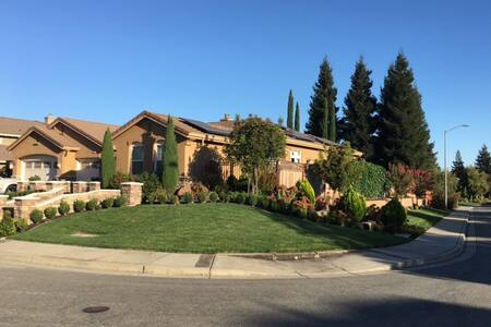 Rm1 w/ beautiful outdoor space & private entrance - San Ramon - Hus