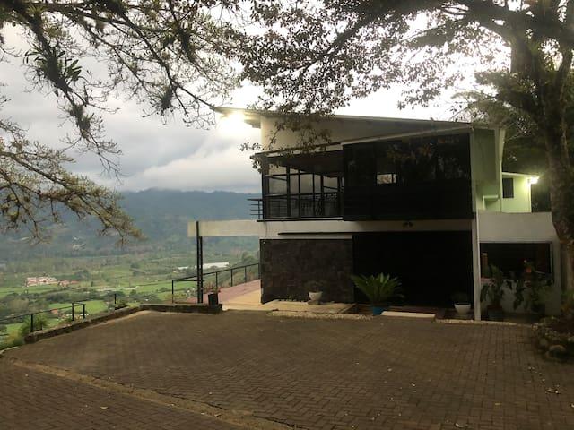 Casa Vista Valle