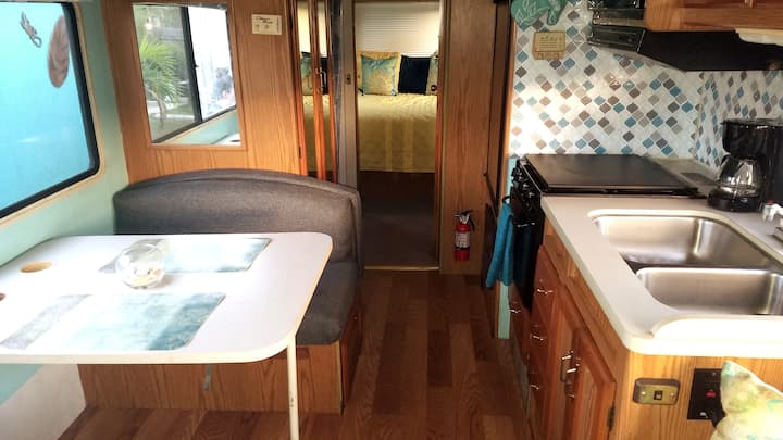 SUMMER BREEZE RV.  (10 min to Beach/Downtown)