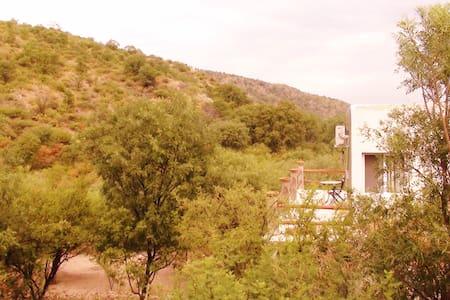 Casa amplia,tranquila y cómoda.Cerquita del centro - San Marcos Sierras - 独立屋