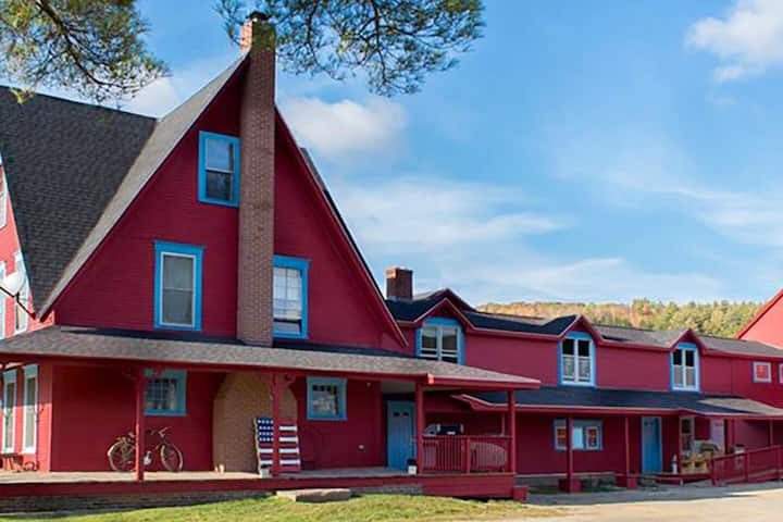 Farmhouse Apartment: Rustic Charm & modern comfort