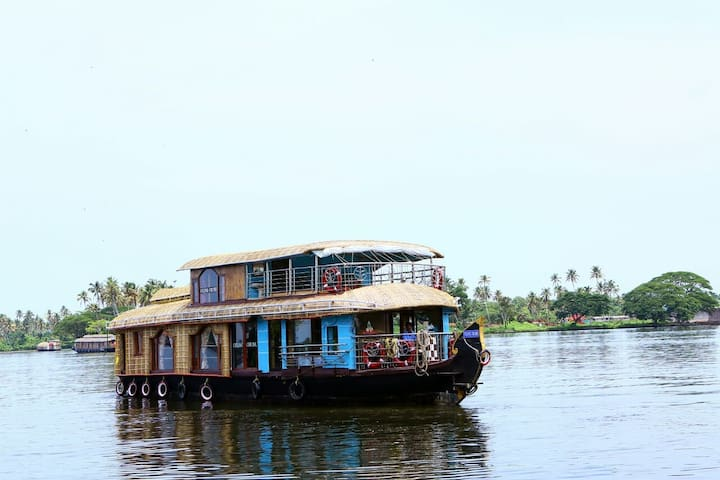 Sreekrishna's 2bedroom private houseboat with food