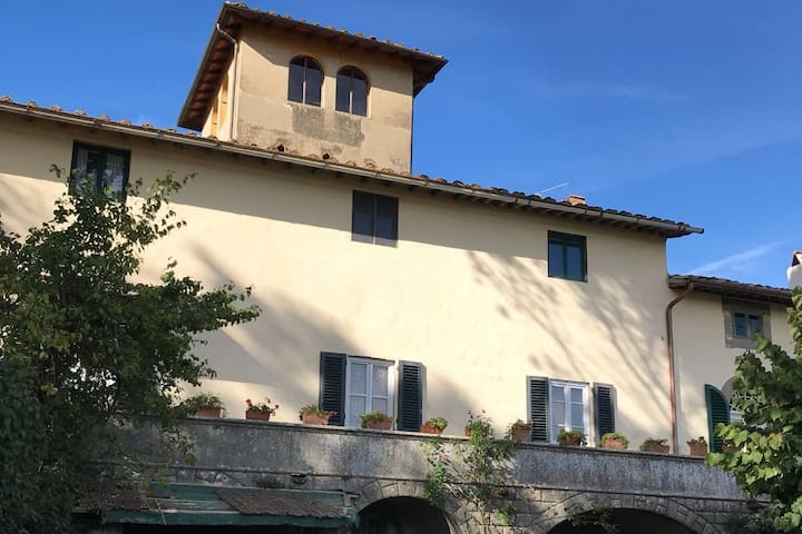 Historical Tuscan villa near Florence for 8 pax