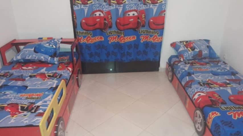 Chambre 2 d'enfants (2 lits)